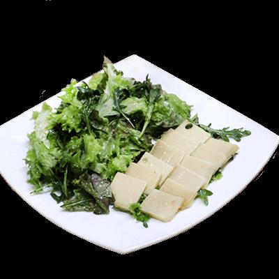Популярное блюдо в ресторане швейцарской кухни Le Komora - Салат Appenzeller Marine