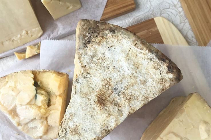 Головка лучшего швейцарского сыра