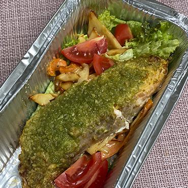 Стейк из лосося с салатом 130/135 г
