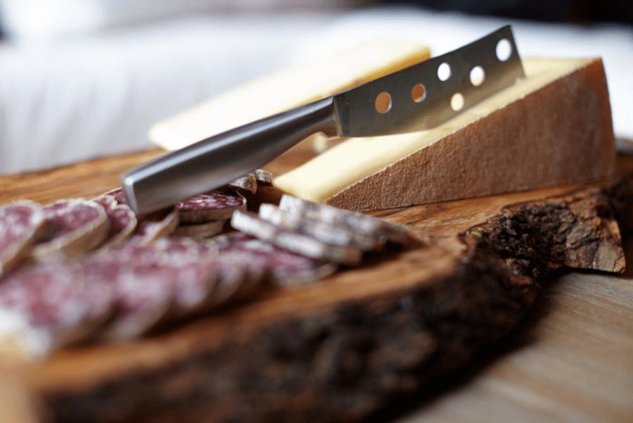 Классический нож для нарезки сыра