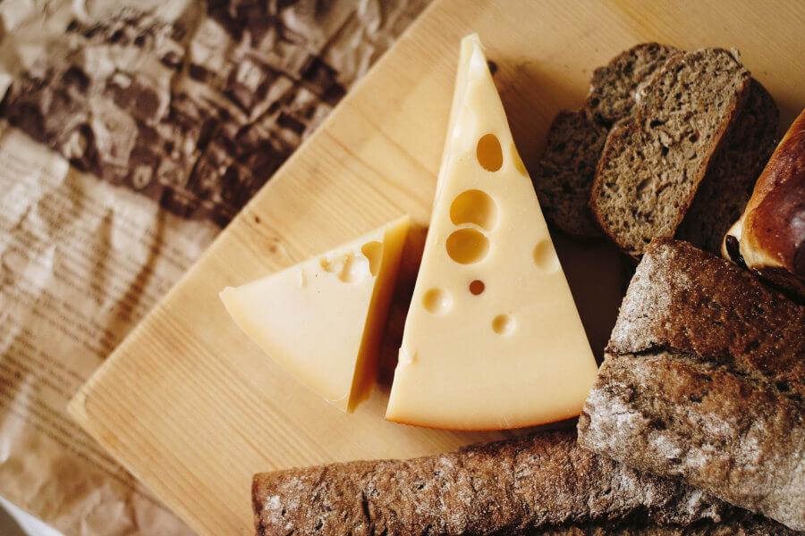Нарезка сыра триугольниками