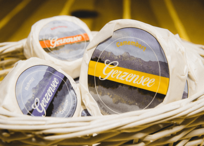 Упакованный в бумагу сыр - отличный способ хранения