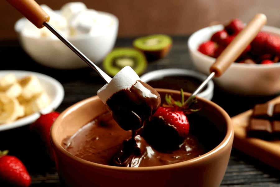 Шоколад для фондю в фондюшнице
